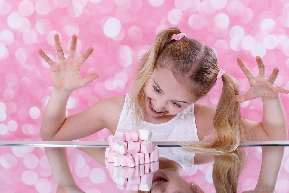 Wie viele #Süßigkeiten darf mein Kind essen? Die Ernährungsberaterin Sina Schwenninger aus München im Interview. Gesunde Ernährung in Familien führt zu gesunden Essgewohnheiten bei Kindern. Was Eltern tun können.